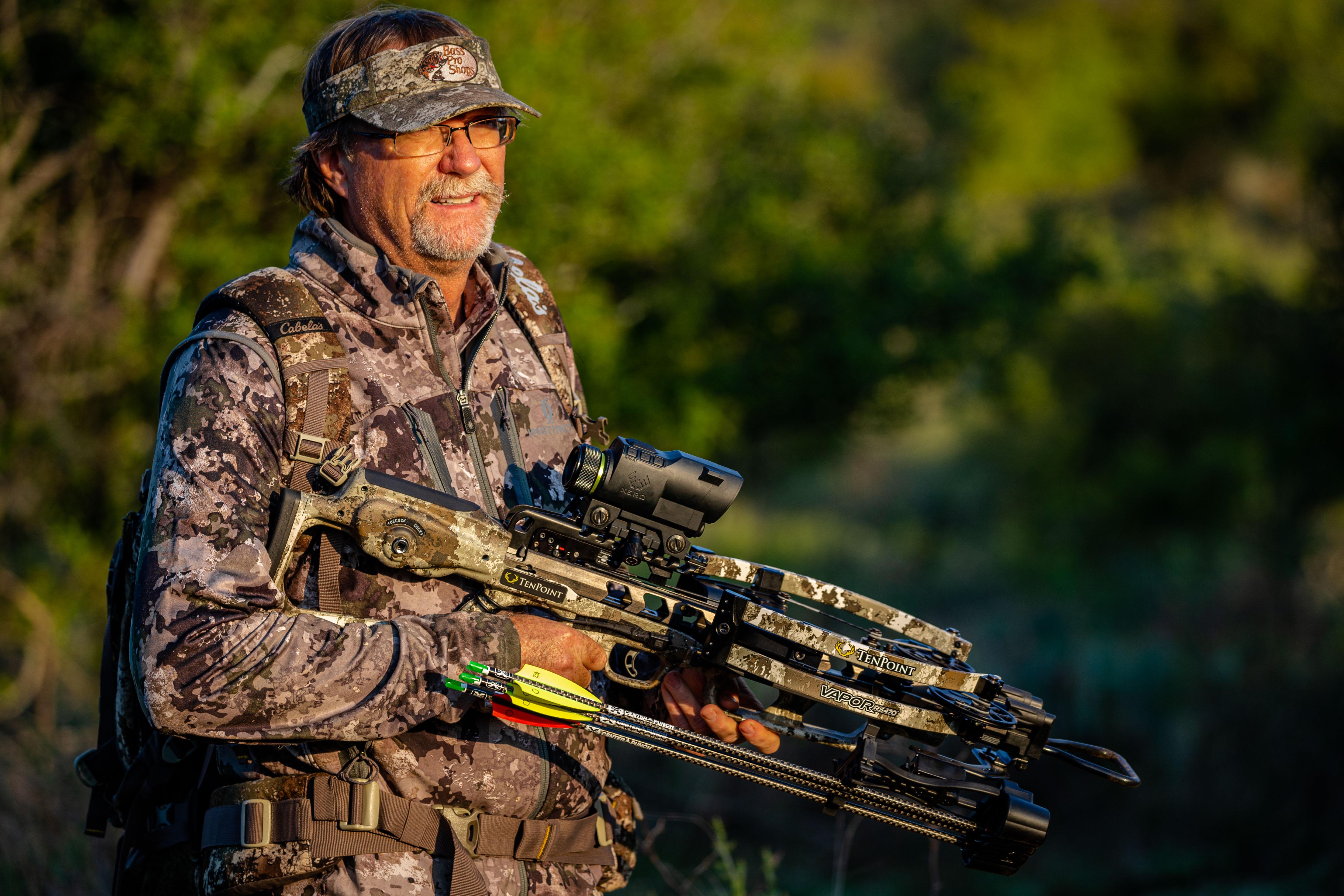Hunting holding the Vapor RS470 Xero
